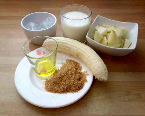 Ingredients for a hi fiber pear and apple smoothie