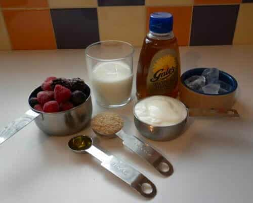 Ingredients for a hi fiber berry smoothie