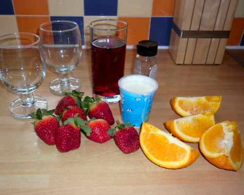 Ingredients for a Very Berry Smoothie Recipe